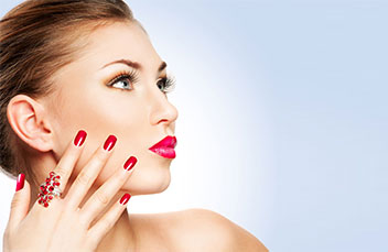 http://images.getcardable.com/sg/images/es/nails-at-hues.jpg