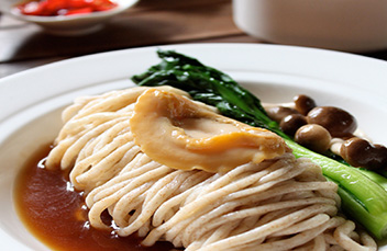 http://images.getcardable.com/sg/images/es/noodles-orchard-hotel-singapore.jpg