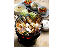 http://images.getcardable.com/sg/images/es/seoul-garden-hotpot.jpg