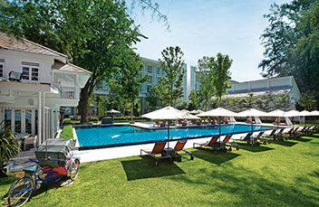 http://images.getcardable.com/sg/images/es/the-lone-pine-hotel.jpg