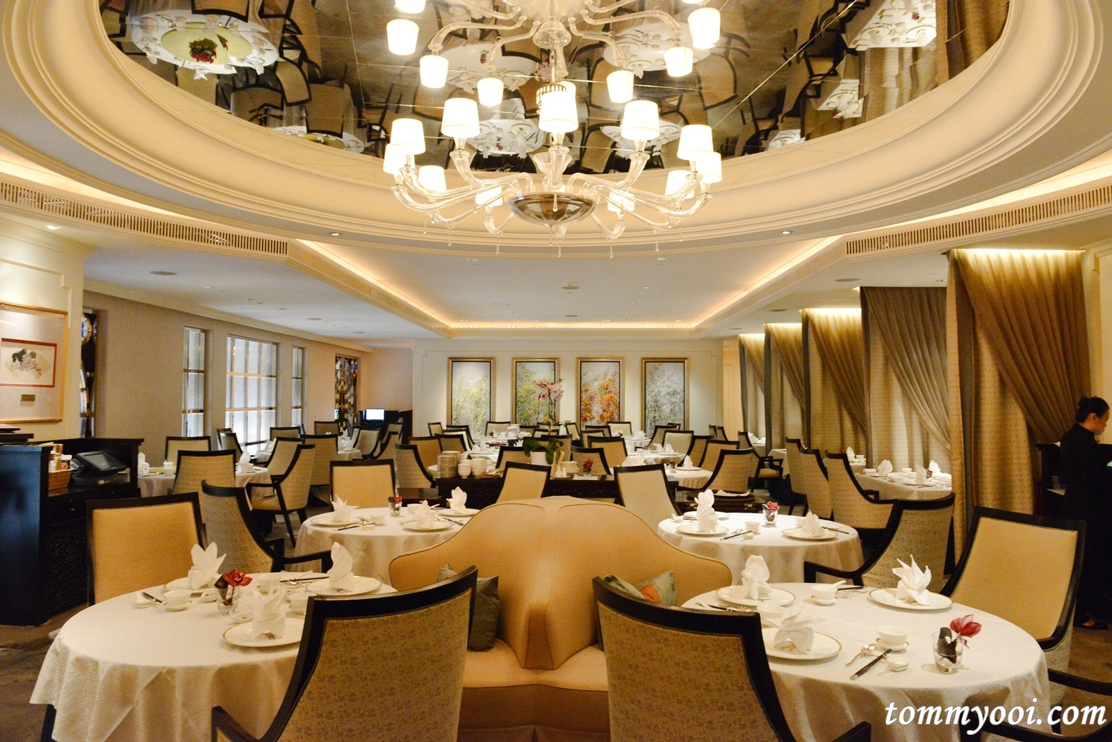 http://images.getcardable.com/sg/images/es/yan-ting-the-st-regis.jpg